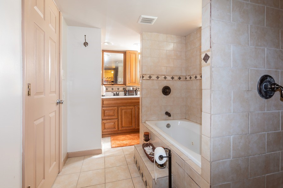 Real Estate Photography - 9645 S Wallace St, Chicago, IL, 60628 - 2nd Bathroom