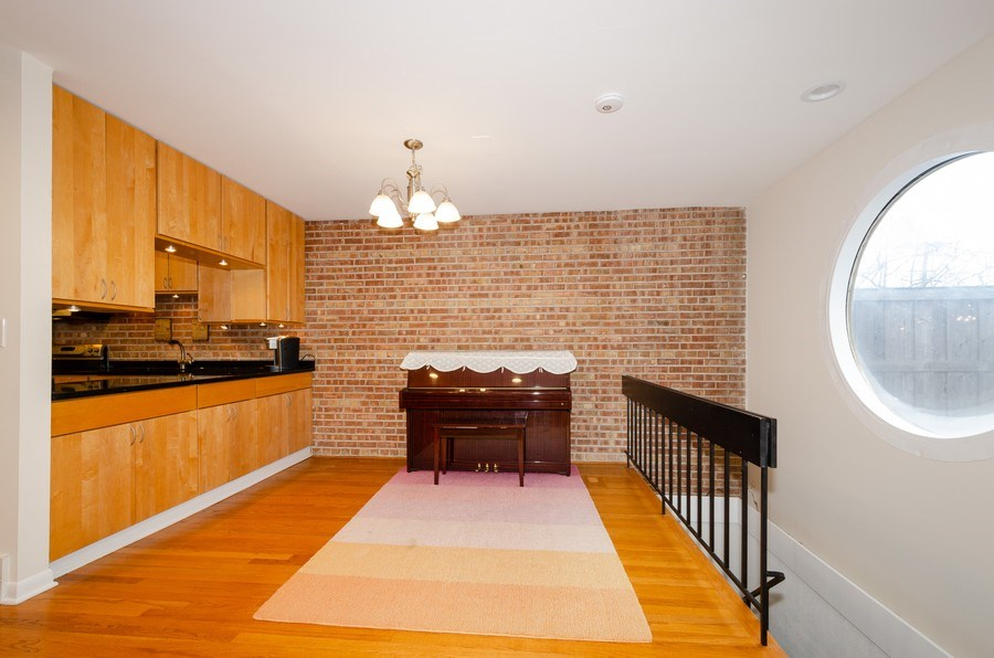 Real Estate Photography - 1100 Pine St. Unit D, Glenview, IL, 60025 - Family Room