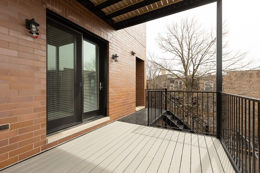 Real Estate Photography - 3410 N Halsted, Chicago, IL, 60657 - Deck