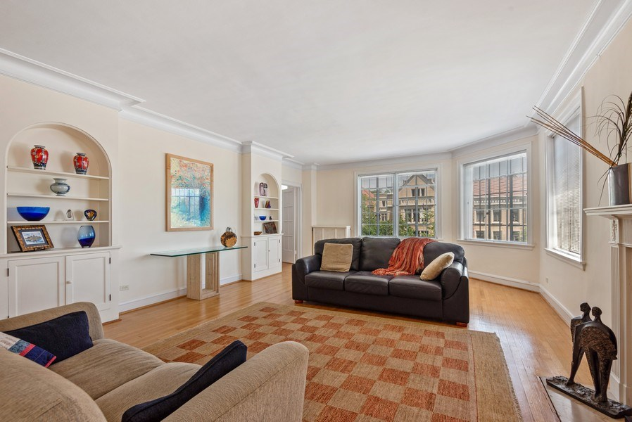 Real Estate Photography - 1426 Chicago Avenue, 2-South, Evanston, IL, 60201 - Living Room