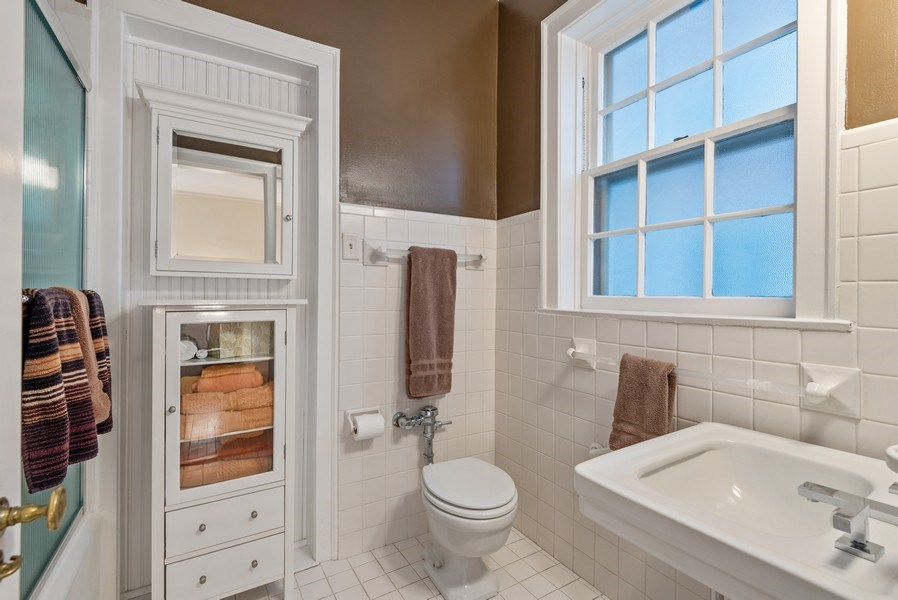 Real Estate Photography - 1426 Chicago Avenue, 2-South, Evanston, IL, 60201 - Master Bathroom