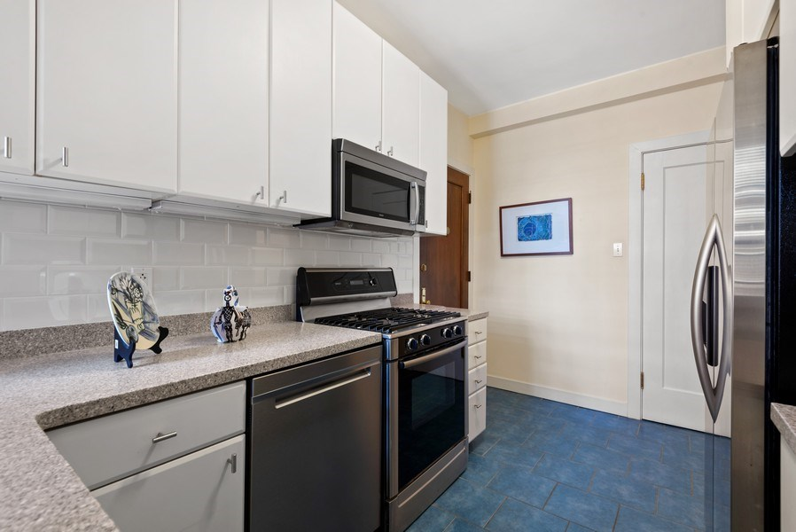Real Estate Photography - 1426 Chicago Avenue, 2-South, Evanston, IL, 60201 - Kitchen