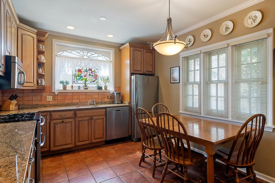 Real Estate Photography - 2736 N Seminary, F, Chicago, IL, 60614 - Eat In Kitchen