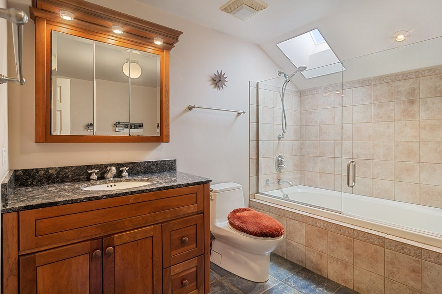 Real Estate Photography - 2736 N Seminary, F, Chicago, IL, 60614 - Bathroom