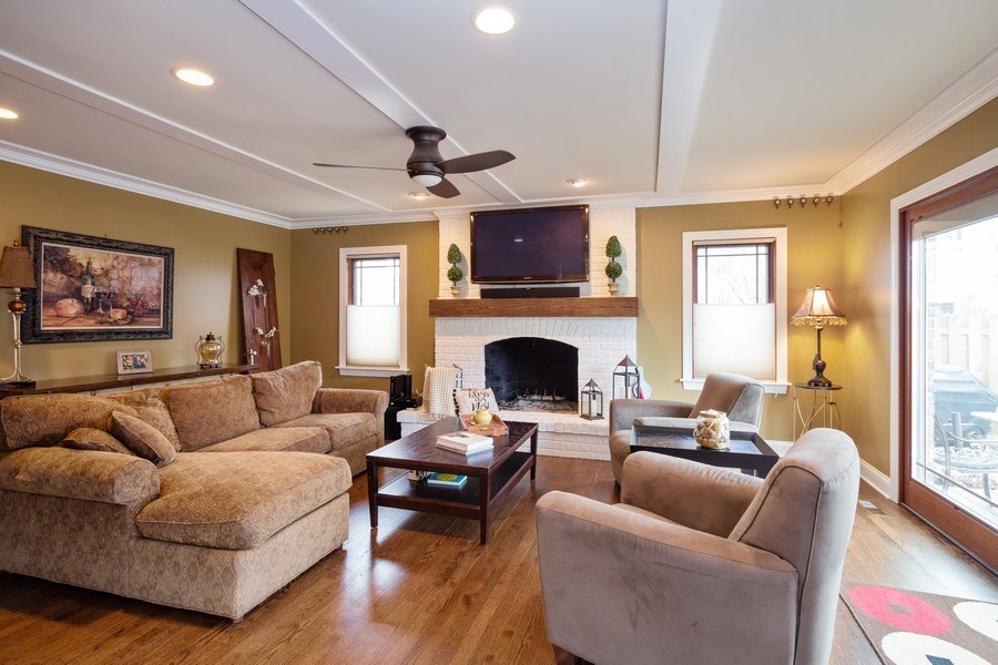 Real Estate Photography - 1415 S Kasper Ave, Arlington Heights, IL, 60005 - Living Room