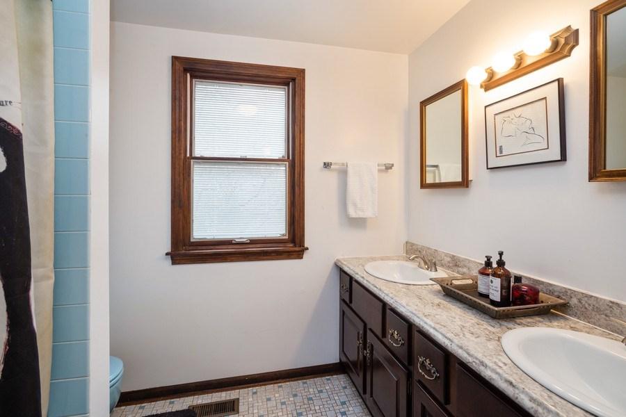 Real Estate Photography - 1415 S Kasper Ave, Arlington Heights, IL, 60005 - Bathroom