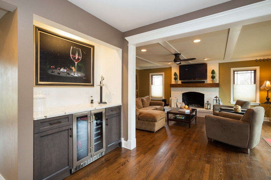 Real Estate Photography - 1415 S Kasper Ave, Arlington Heights, IL, 60005 - Kitchen / Living Room