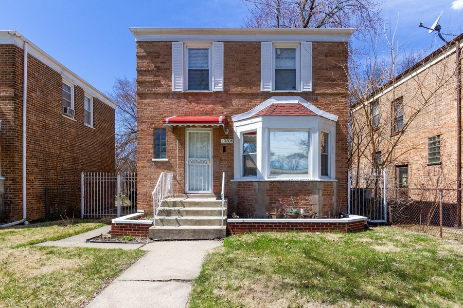 Real Estate Photography - 1008 S Rose St, Chicago, IL, 60656 - Front View