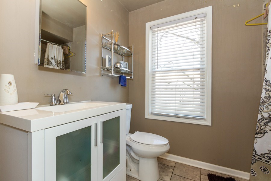Real Estate Photography - 1008 S Rose St, Chicago, IL, 60656 - Bathroom