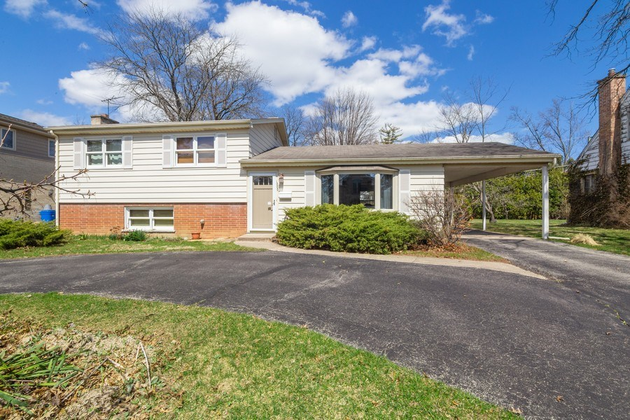 Real Estate Photography - 1000 Burton, Glenview, IL, 60025 - Front View