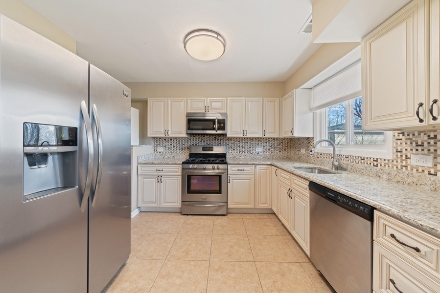 Real Estate Photography - 619 Lincolnwood Dr, Streamwood, IL, 60107 - Kitchen