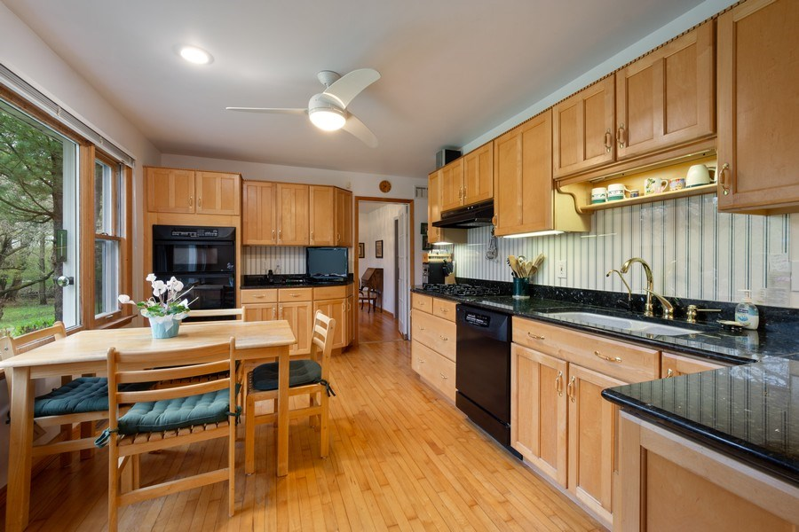 Real Estate Photography - 20 Royal Way, Barrington Hills, IL, 60010 - Kitchen