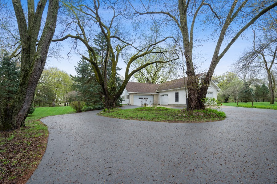 Real Estate Photography - 20 Royal Way, Barrington Hills, IL, 60010 - Side View
