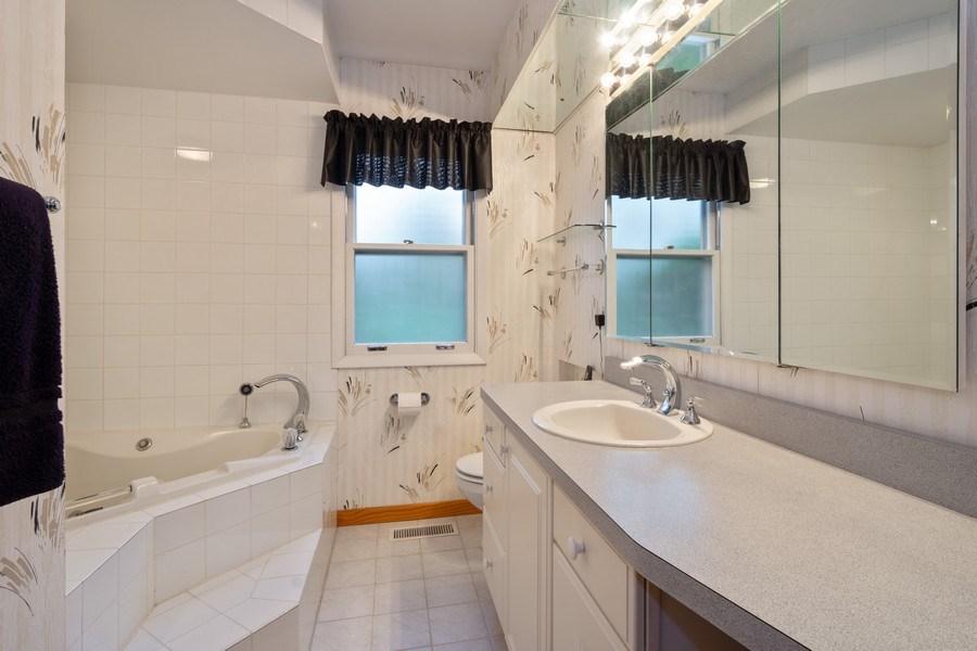 Real Estate Photography - 20 Royal Way, Barrington Hills, IL, 60010 - Bathroom