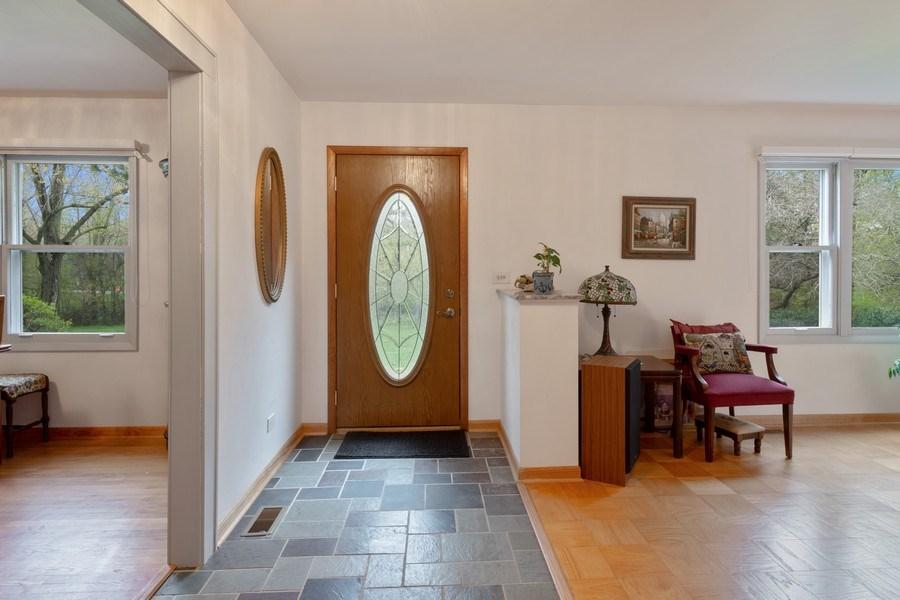 Real Estate Photography - 20 Royal Way, Barrington Hills, IL, 60010 - Entryway