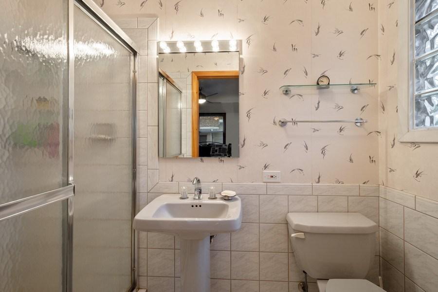 Real Estate Photography - 20 Royal Way, Barrington Hills, IL, 60010 - 2nd Bathroom