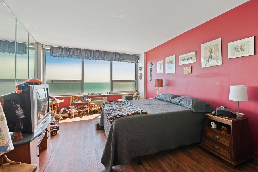 Real Estate Photography - 6101 N Sheridan Rd East 6-C, Chicago, IL, 60660 - Master Bedroom