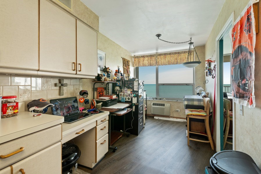 Real Estate Photography - 6101 N Sheridan Rd East 6-C, Chicago, IL, 60660 - Kitchen