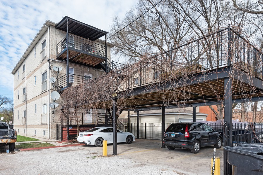 Real Estate Photography - 2539 W Foster Ave, Unit 1, Chicago, IL, 60625 - Rear View / Parking