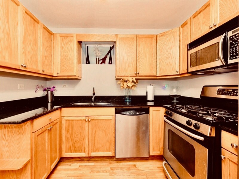 Real Estate Photography - 2539 W Foster Ave, Unit 1, Chicago, IL, 60625 - Lower level kitchen
