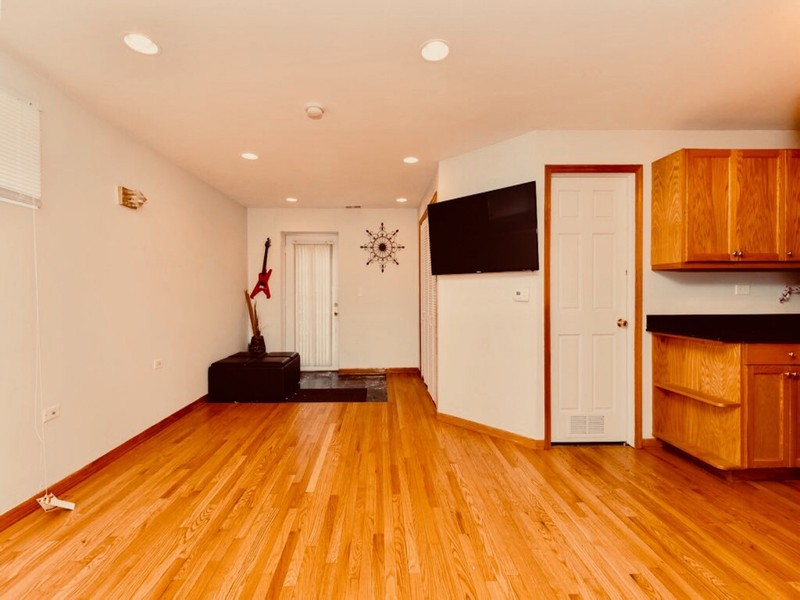 Real Estate Photography - 2539 W Foster Ave, Unit 1, Chicago, IL, 60625 - Lower level