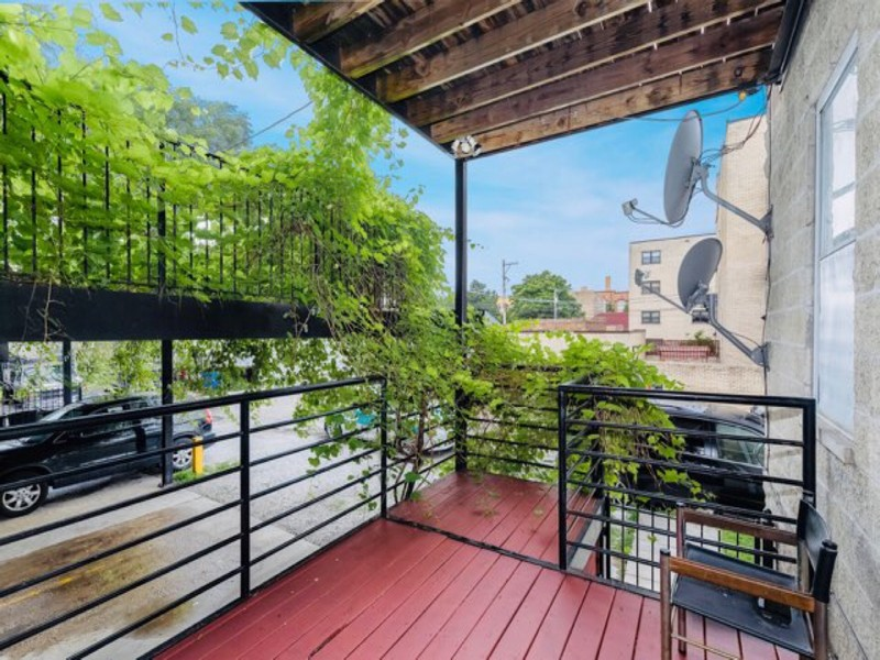 Real Estate Photography - 2539 W Foster Ave, Unit 1, Chicago, IL, 60625 - Rear Deck