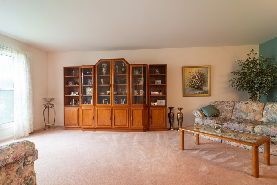 Real Estate Photography - 1913 N Brighton Pl, Arlington Heights, IL, 60004 - Living Room
