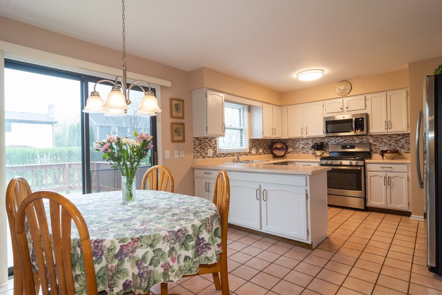 Real Estate Photography - 1913 N Brighton Pl, Arlington Heights, IL, 60004 - Kitchen / Breakfast Room
