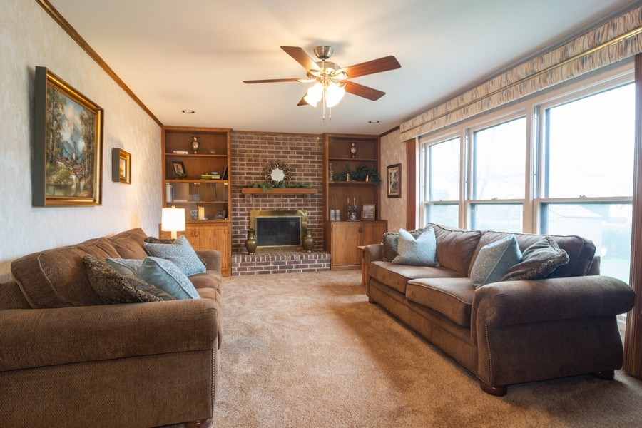 Real Estate Photography - 1913 N Brighton Pl, Arlington Heights, IL, 60004 - Family Room