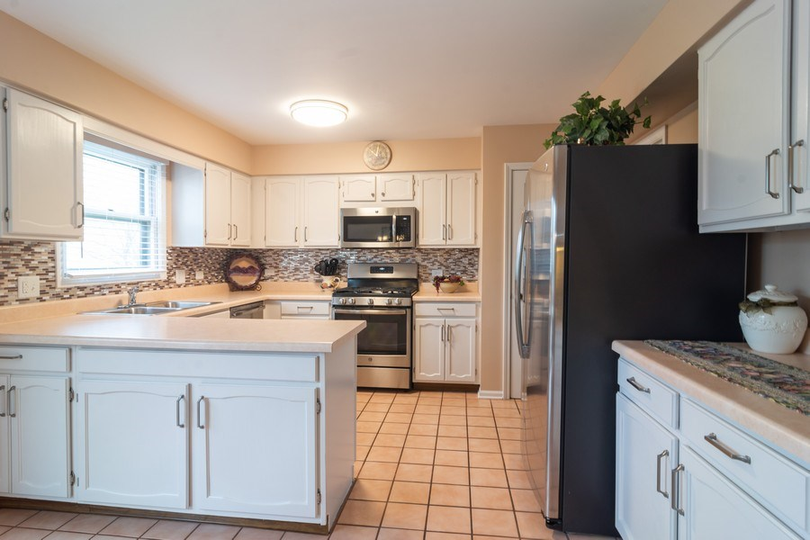 Real Estate Photography - 1913 N Brighton Pl, Arlington Heights, IL, 60004 - Kitchen