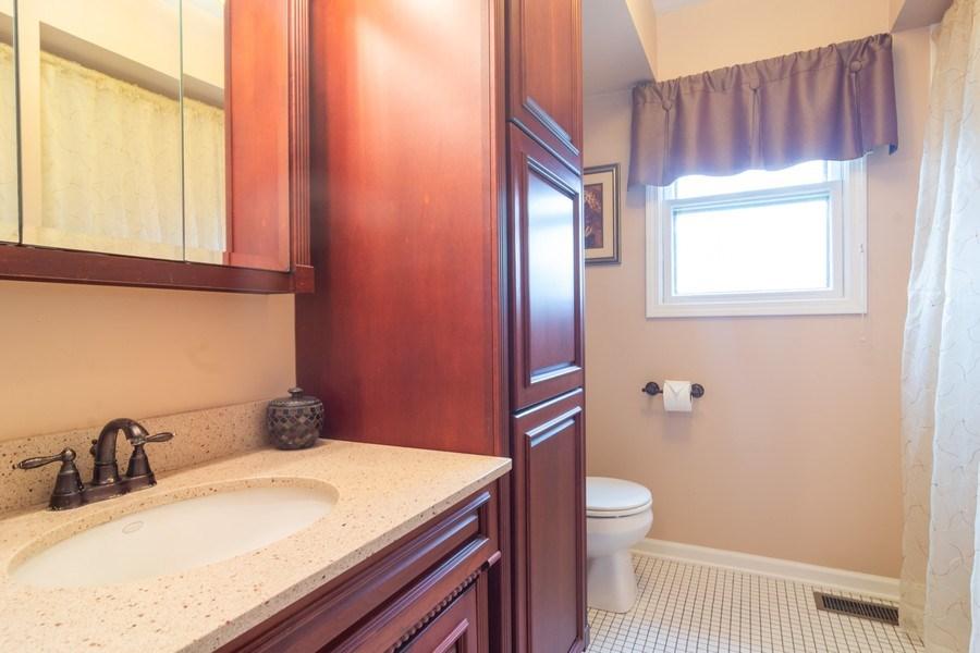 Real Estate Photography - 1913 N Brighton Pl, Arlington Heights, IL, 60004 - Upstairs Bathroom