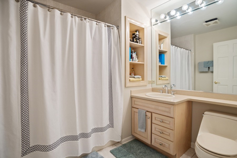 Real Estate Photography - 417 N Rose, Park Ridge, IL, 60068 - 2nd Bathroom