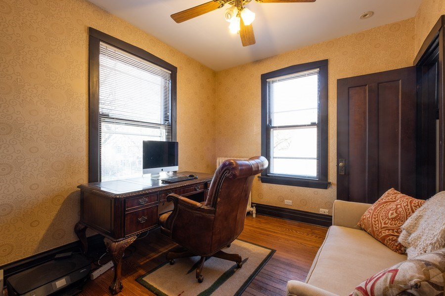 Real Estate Photography - 833 Lincoln St, Evanston, IL, 60201 - Office