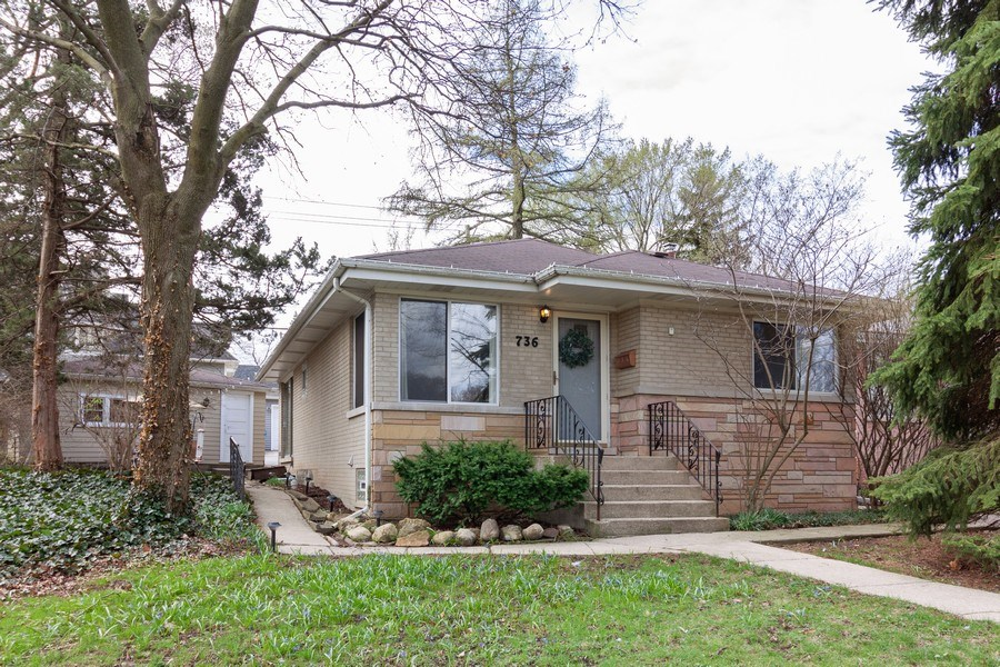 Real Estate Photography - 736 w hinsdale ave, Hinsdale, IL, 60521 - Front View