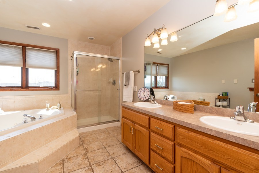 Real Estate Photography - 8015 Abbey Road, Tinley Park, IL, 60477 - Master Bathroom