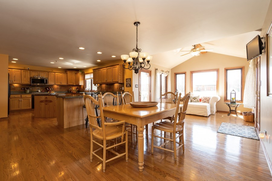 Real Estate Photography - 8015 Abbey Road, Tinley Park, IL, 60477 - Kitchen / Breakfast Room