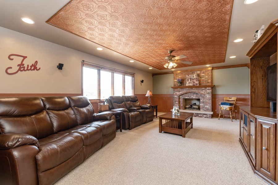 Real Estate Photography - 8015 Abbey Road, Tinley Park, IL, 60477 - Family Room