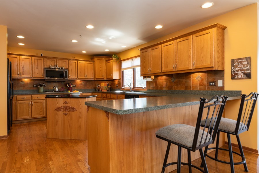 Real Estate Photography - 8015 Abbey Road, Tinley Park, IL, 60477 - Kitchen