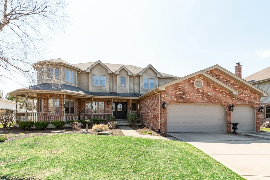Real Estate Photography - 8015 Abbey Road, Tinley Park, IL, 60477 - Front View
