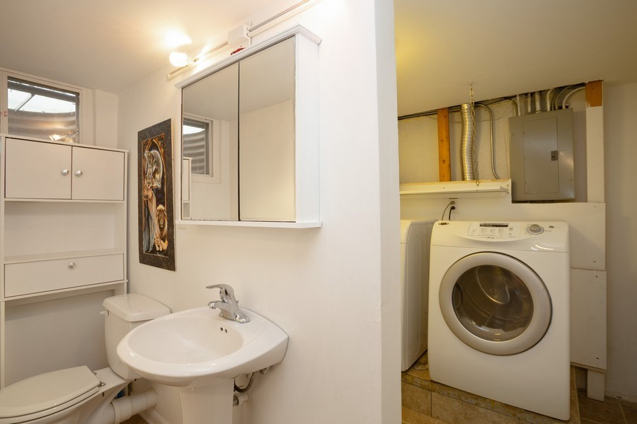 Real Estate Photography - 306 Harlem, Glenview, IL, 60025 - 2nd Bathroom