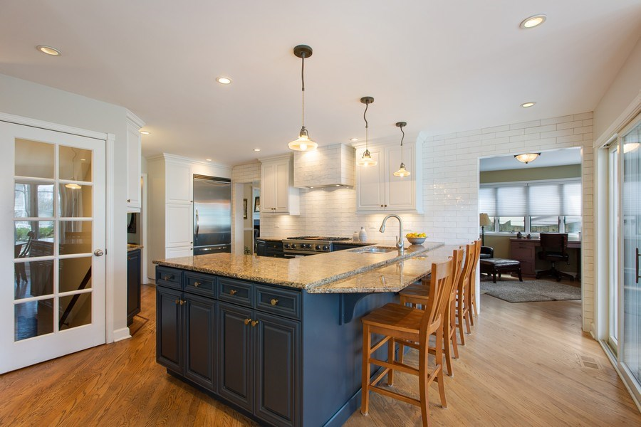 Real Estate Photography - 108 Oxford Ave., Clarendon Hills, IL, 60514 - Kitchen (alternate view)