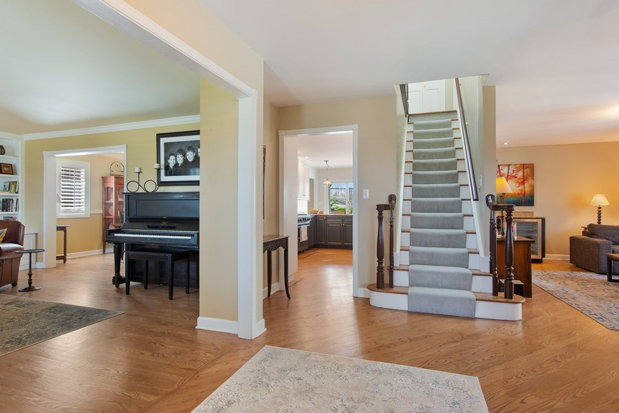 Real Estate Photography - 108 Oxford Ave., Clarendon Hills, IL, 60514 - Foyer
