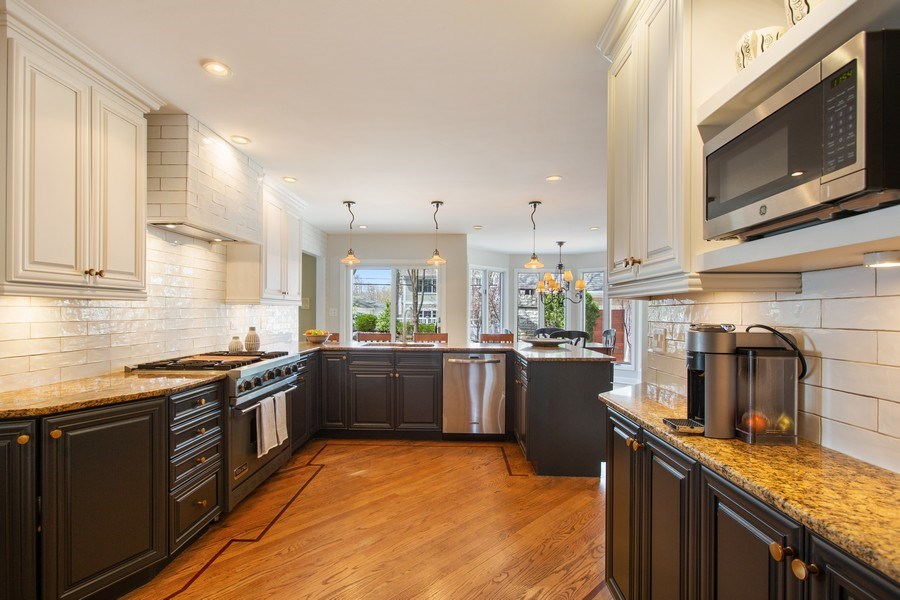 Real Estate Photography - 108 Oxford Ave., Clarendon Hills, IL, 60514 - Kitchen