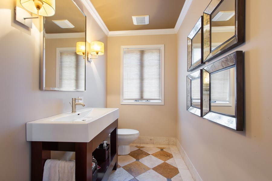 Real Estate Photography - 108 Oxford Ave., Clarendon Hills, IL, 60514 - Powder Room