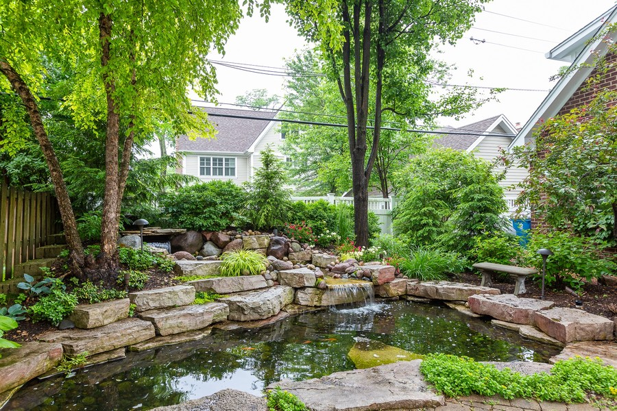 Real Estate Photography - 108 Oxford Ave., Clarendon Hills, IL, 60514 - Pond