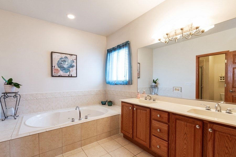 Real Estate Photography - 11105 Sandpiper Ct, Spring Grove, IL, 60081 - Master Bathroom