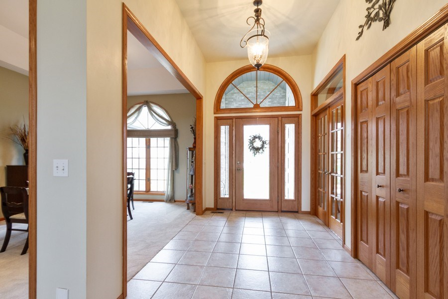 Real Estate Photography - 11105 Sandpiper Ct, Spring Grove, IL, 60081 - Foyer