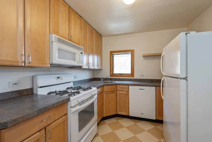 Real Estate Photography - 2622 Prairie, Evanston, IL, 60201 - Unit 2 - Kitchen