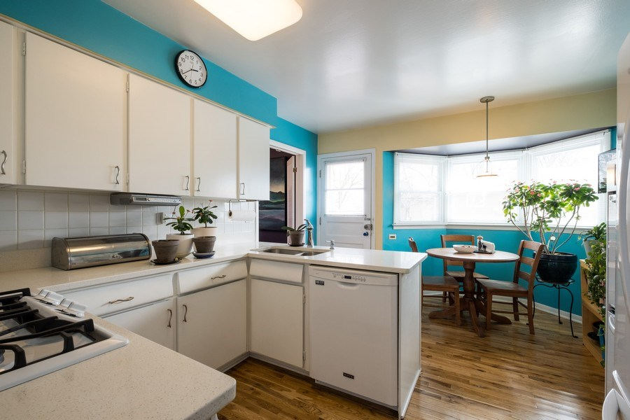 Real Estate Photography - 829 Lacrosse Ave, Wilmette, IL, 60091 - Kitchen / Breakfast Room
