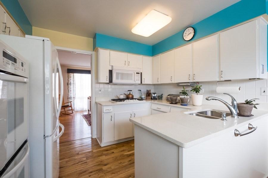 Real Estate Photography - 829 Lacrosse Ave, Wilmette, IL, 60091 - Kitchen